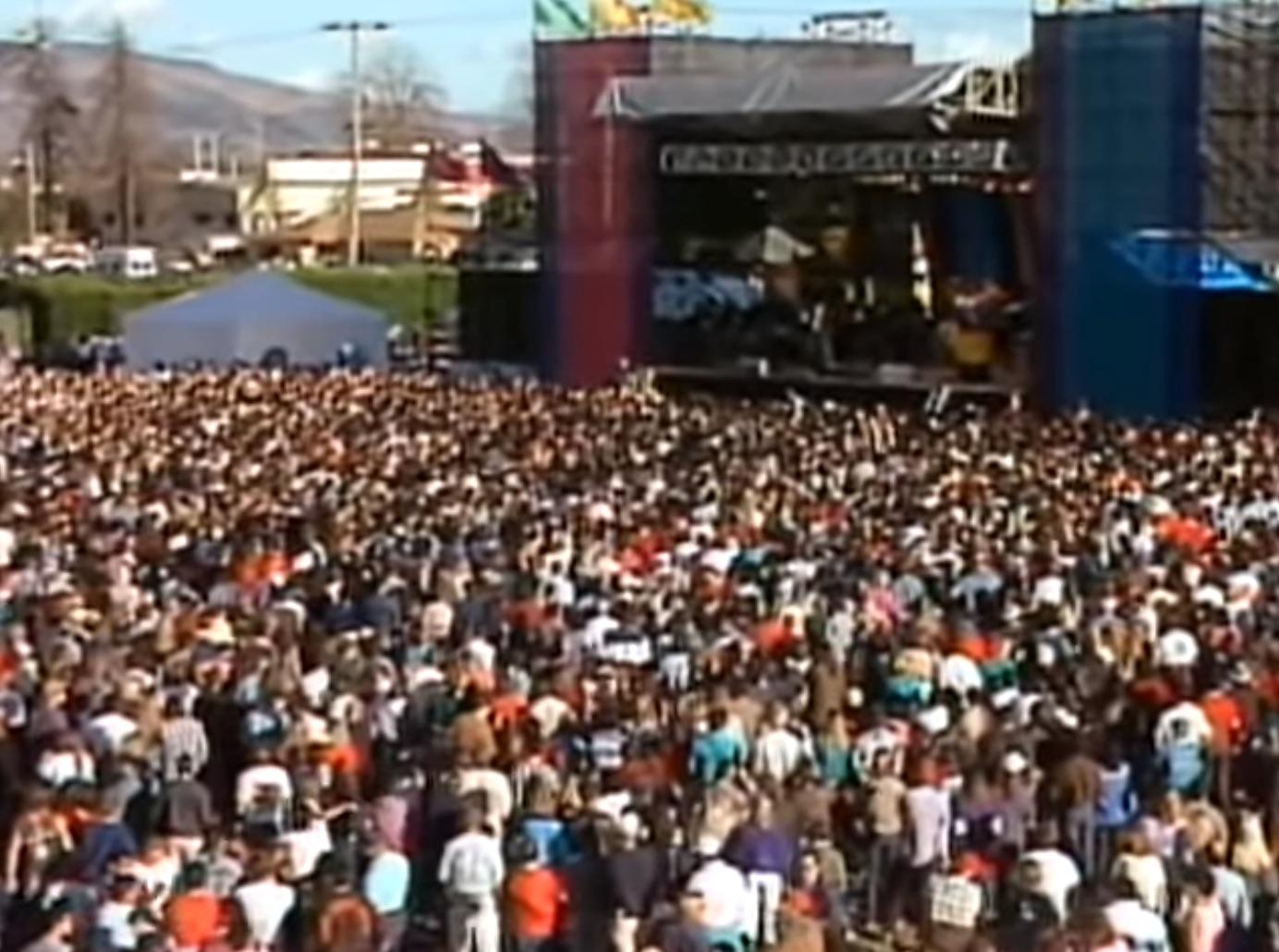 Santana-crowd