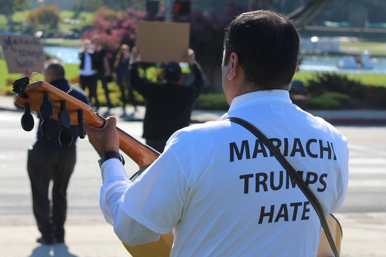 Mariachi-trumps-hate-2016