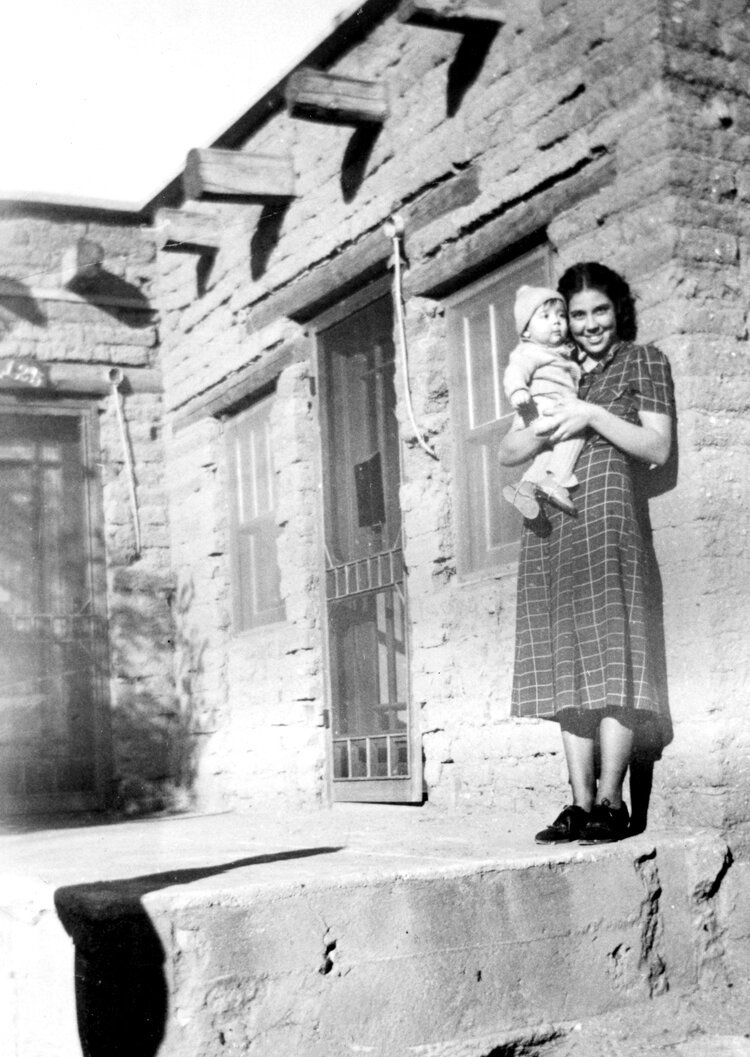 1_Joe_Kapp_with_his_mother_Florence_Garia_Kapp_in_New_Mexico_circa_1938._The_family_moved_to_Salinas_when_he_was_in_the_third_grade.