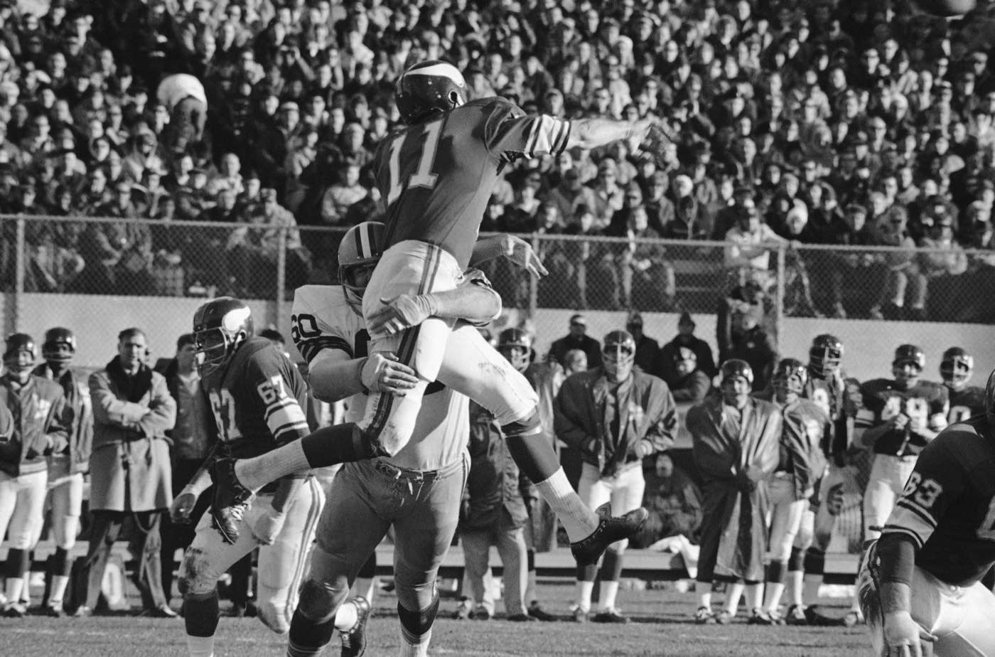 8_Joe_Kapp_frequently_played_with_injuries_but_never_missed_a_start_in_the_NFL_or_CFL.